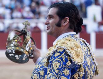 QUÉ DICE UNA IMAGEN Zamora le coronó Rey