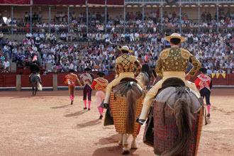 CARTELES Cuatro corridas, rejones y novillada