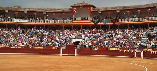 plaza-toros-ciudad-real-interior-gente-511x240