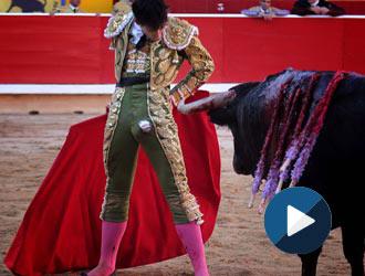 PAMPLONA Ureña, en hombros con el único lote potable de la peligrosa corrida de Escolar