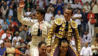 PONTEVEDRA Abellán y El Fandi, en hombros