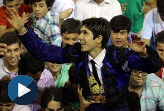 EL PUERTO Castella, cinco orejas y en hombros