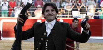 SANTOÑA Ventura, un rabo; Ponce, tres orejas