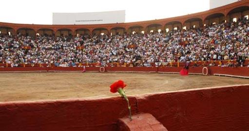 plaza-de-toros-de-lima-acho-peru-vista-interior-callejon-flor-tendidos-llenos-5110x268