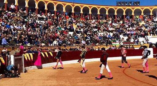 plaza de toros de olivenza bilaketarekin bat datozen irudiak