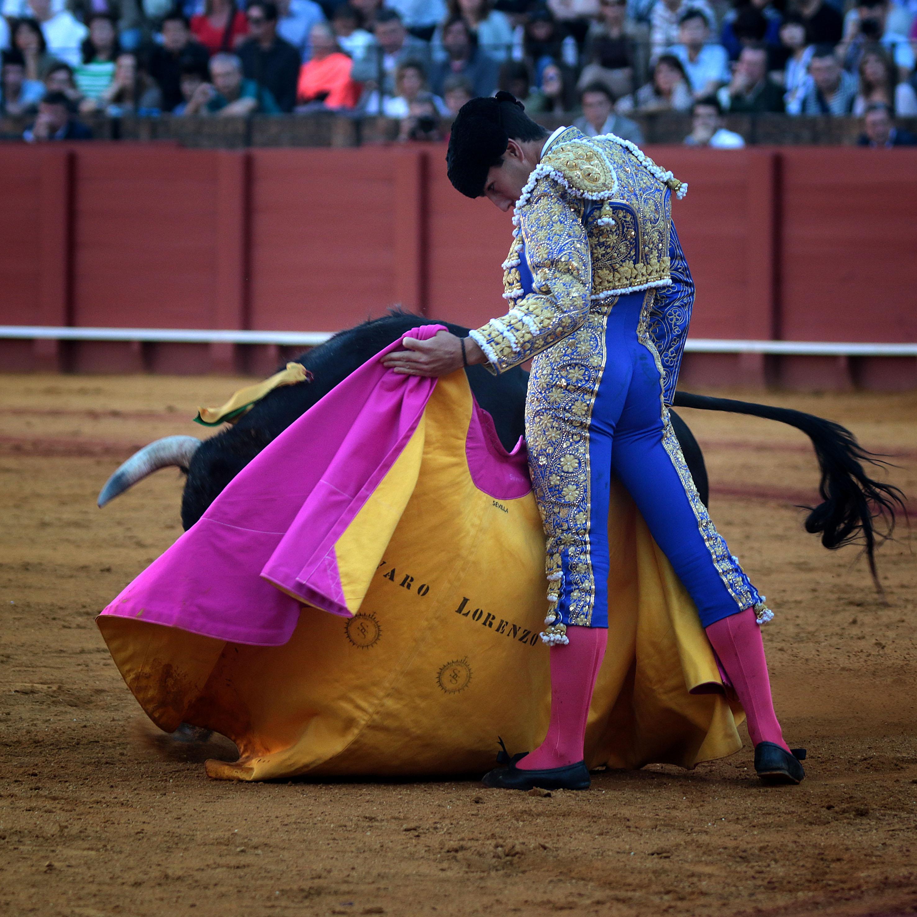SEVILLA Oreja e importante debut de Álvaro Lorenzo