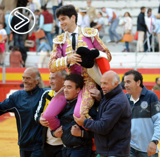 GRANADA López Simón, en hombros