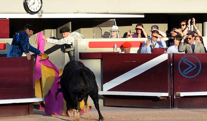 ISTRES Ponce indultó un 'Cuvillo' y cortó 8 orejas y 2 rabos en una encerrona memorable... de esmoquin