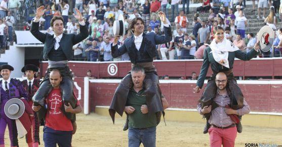 SORIA Andy, Ventura y Lea Vicens, en hombros