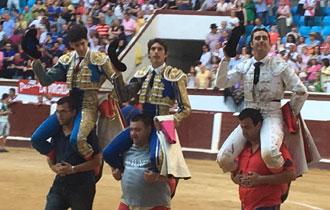 LEÓN En hombros con Fandi y López Simón