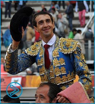 FRANCIA Cortó dos orejas; Urdiales y Garrido, una