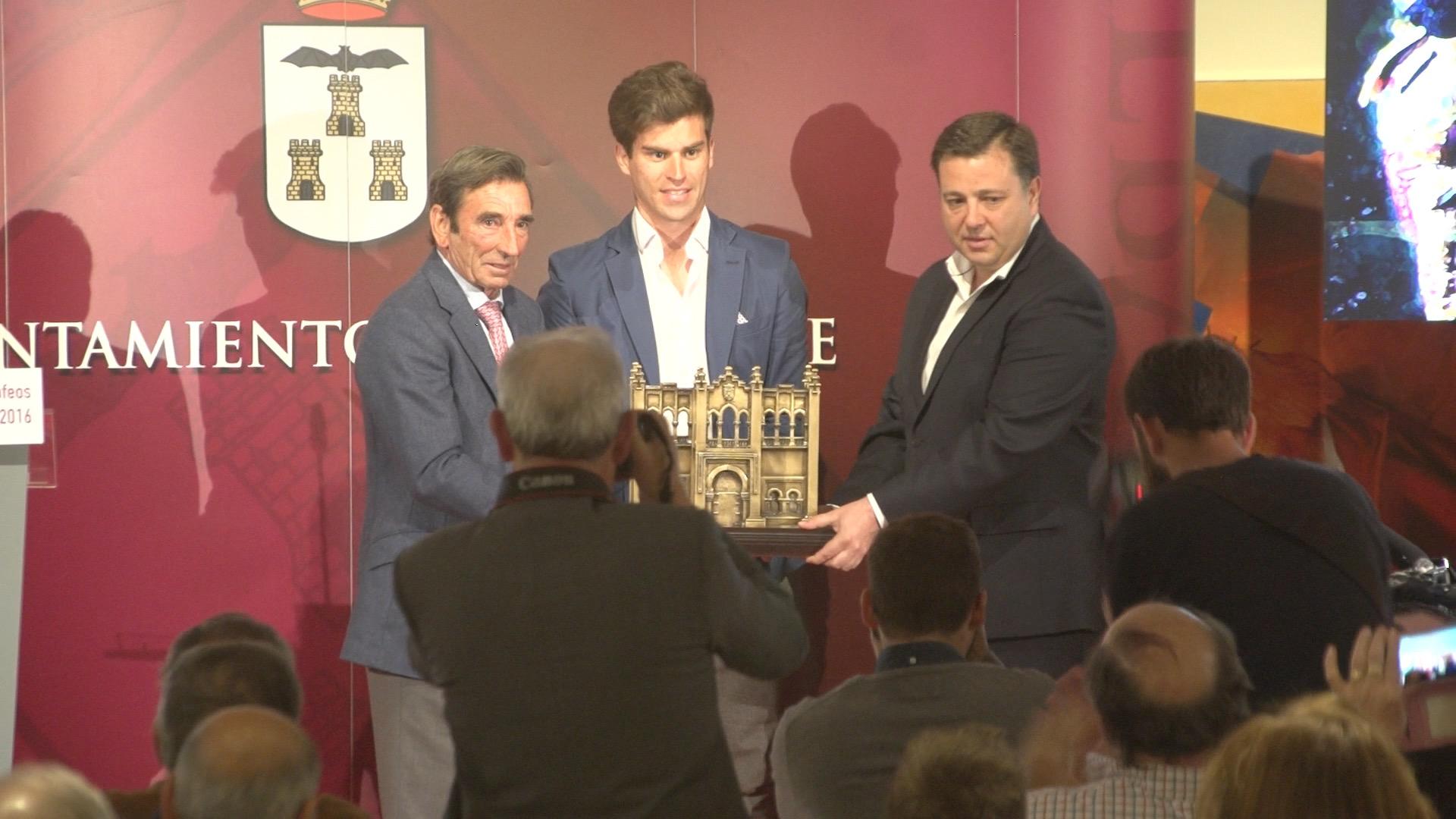 NOTICIAS Recibió el XLII Trofeo Dámaso González