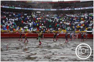 FOTOGRAFÍAS Los tendidos llenos a pesar de la lluvia