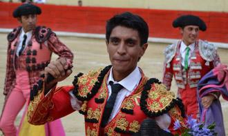 MÉRIDA Pastor y Osorio cortaron una oreja