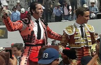 AMBATO Padilla y Bautista, en hombros