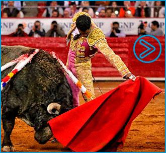 MÉXICO Cortó una oreja en cada toro