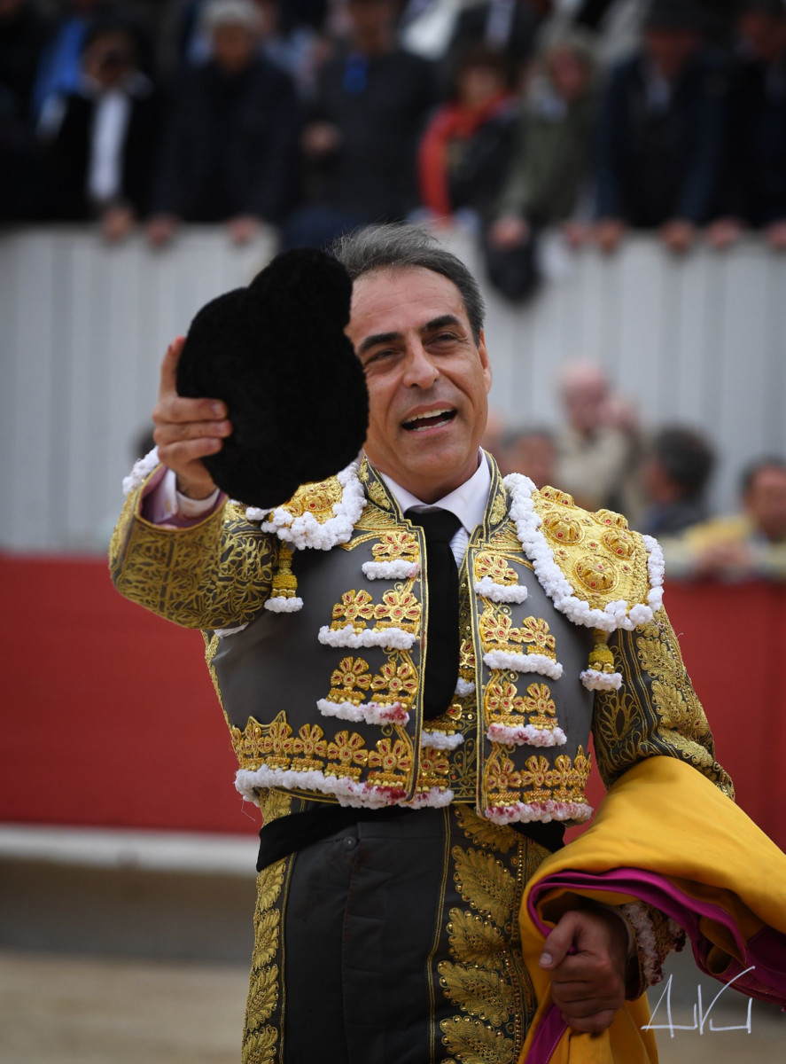 ARLES Castella, dos orejas; Chamaco, una