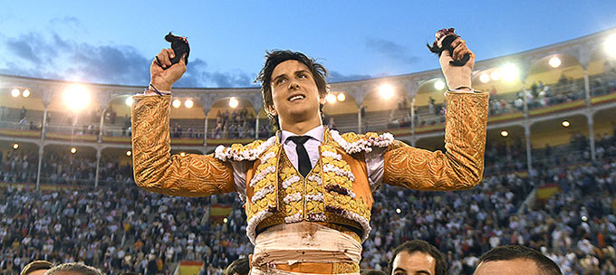 SAN ISIDRO Poderoso el peruano tras ser cogido por el bronco tercero bis. López Simón, oreja del enrazado segundo
