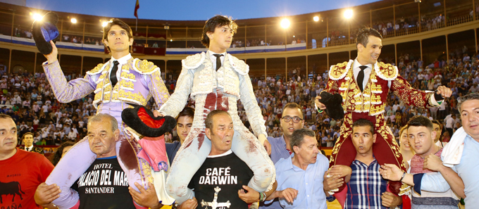 ALICANTE Dos orejas cada uno de una noble corrida de Juan Pedro