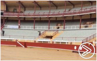 FRANCIA Debido al estado del piso de plaza.