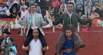 PAREDES DE NAVA En hombros con Iván Magro