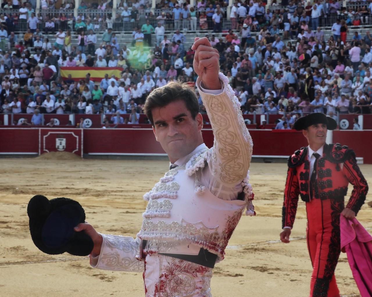 ALBACETE Oreja con petición en el primero
