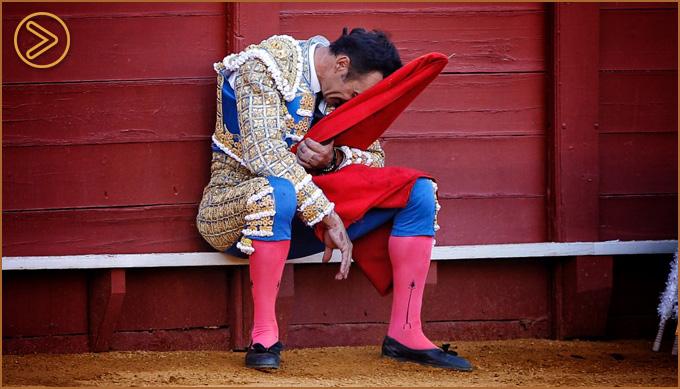 SEVILLA Sincera y emotiva faena de El Cid, oreja en el toro de su despedida de la Maestranza
