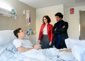 Isabel Díaz Ayuso y Miguel Aballén, en el hospital con Gonzalo Caballero