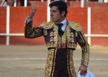 Jose Rojo saluda