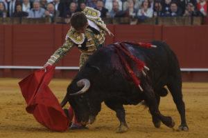 El Juli y 'Orgullito', de Garcigrande, indulto en Sevilla 13/04/18