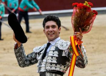 Rafael González estrena apoderados