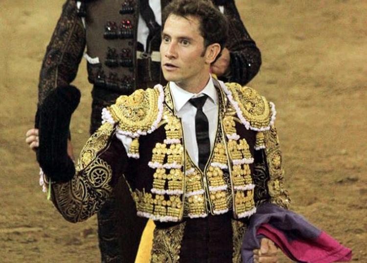 Oreja para Arturo Saldivar