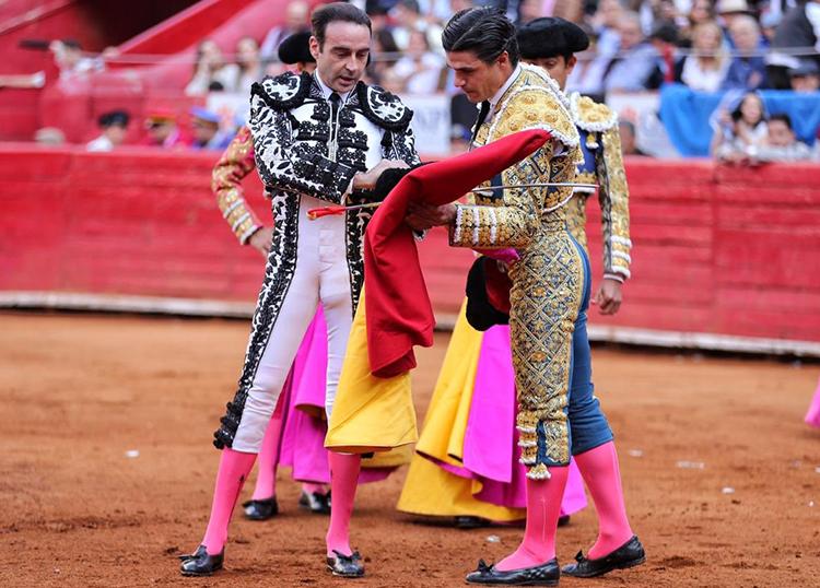 confirmacion de alternativa de Pablo Aguado en La México bilaketarekin bat datozen irudiak