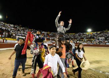 Andy Cartagena en hombros en Mérida