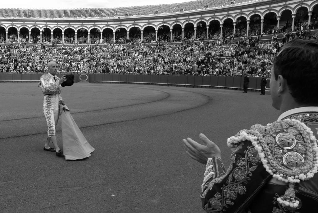 Javier Castaño ovación en Sevilla