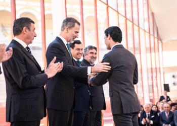 Pablo Aguado recoge el premio al triunfador de la Feria de Abril 2019