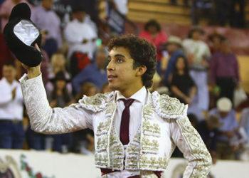 Leo Valadez, Autlán