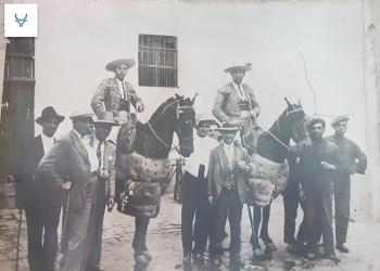La cuadra de caballos de Peña: '100 cumpleaños en el año de la peste'