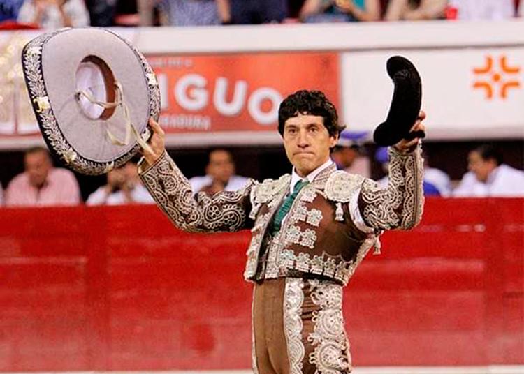 Raúl Bacélis, México, torero de plata, banderillero