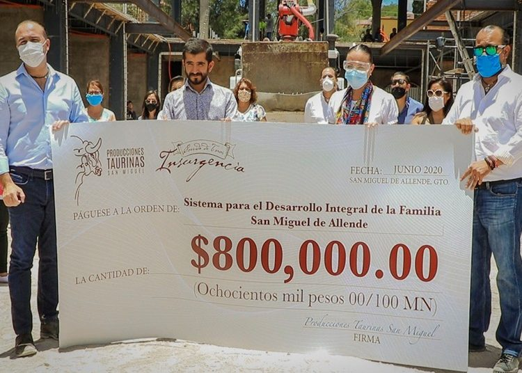 Joselito Adame hace entrega de lo recaudado en la encerrona de Insurgencia