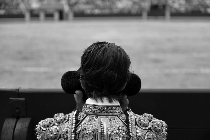 Recurso Detalle torero espaldas blanco y negro