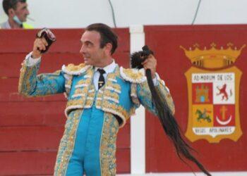 Enrique Ponce, dos orejas y rabo en Navas de San Juan