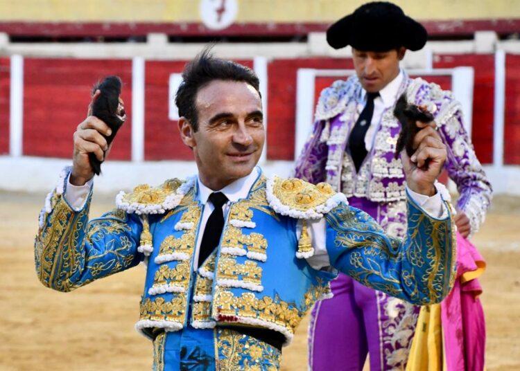 El clasicismo de Enrique Ponce, que triunfa con El Fandi, destaca en Baza
