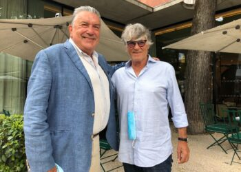 Simón Casas junto al alcalde de Nimes Jean Paul Fournier