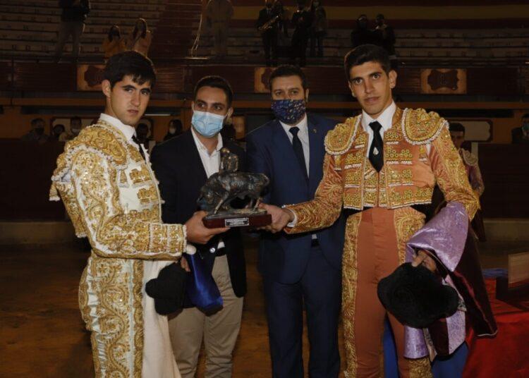 Mario Sánchez y Germán Vidal 'El Melli', triunfadores de la VIII Competición Provincial de las Escuelas Taurinas de Cádiz