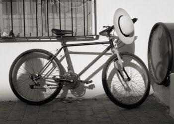 Castoreño, bicicleta, opinión, blanco y negro