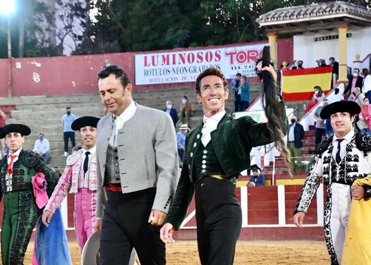 Leonardo Hernández, dos orejas y rabo de un excelente quinto, premiado con la vuelta al ruedo (Directo: Fuengirola)