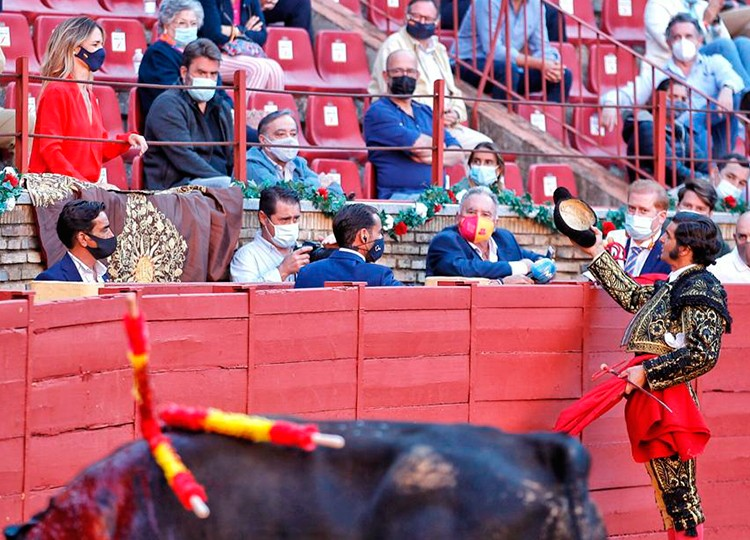 Cayetana Álvarez de Toledo: 'Hay un empeño en politizar los toros como  también la Corona' | mundotoro.com