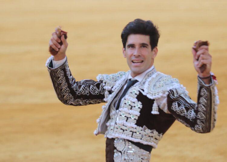 López Simón, tres orejas en Antequera