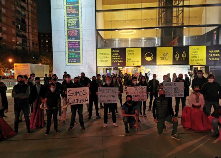 Las calles de Valencia acogen la segunda protesta taurina contra Uribes